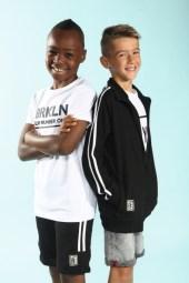 Eric und Henry mit Blue Effect mit Schuhen von Viking Footwear und Strümpfen von Maximo beim Childhood-Business-Shooting auf der Kids Now im Sommer 2018