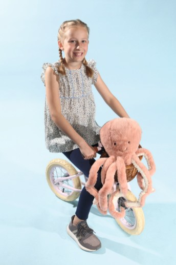 Leni mit Cyrillus beim Childhood-Business-Shooting auf der Kids Now im Sommer 2018