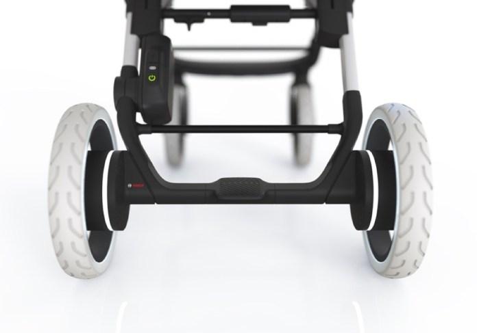 Die Motorsensoren erkennen Steigungen und Gefälle, unterstützen den Nutzer beim Schieben durch halbautomatisches Fahren – und bremsen den Wagen automatisch ab, sobald er auf einer abschüssigen Strecke ins Rollen gerät.