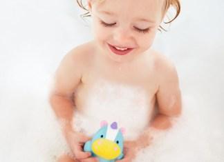 Viel Spaß beim Saubermachen: Die Skip Hop-Badekollektion ist kinngerecht und zugleich praxisorientiert.
