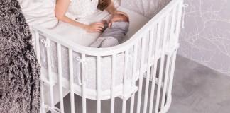 Mein Baby gehört zu mir Das Beistellbett Babybay der Marke Tobi ist ein Klassiker unter den Babybetten. In einer Sonderausführung ist es auch für Boxspringbetten geeignet. www.babybay.de