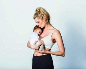 """Der """"Body Silk Seamless  Nursing Bra"""" von Bravado Designs unterstützt mit herausnehmbaren Schaumstoff-Cups die Brust und ist neben den vier Standardfarben neu auch in Apricot und Indigo  Wash verfügbar."""