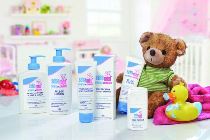 Alle Produkte der Pflegeserie von Sebamed sind auf den pH-Wert 5,5 abgestimmt. Sie fördern dadurch die Entwicklung des natürlichen Hautschutzmantels und schützen die Haut vor dem Austrocknen.