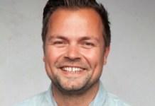 Barry Veerkamp ist als Head of Sales für den Vertrieb von Retour Denim de Luxe zuständig. Das reine Kids-Denim- Label hat sich seit 2005 fest etabliert. Rund 30 Mitarbeiter in den Niederlanden, Italien und Deutschland verantworten rund 350 Modelle pro Saison, die in acht Drops pro Jahr ausgeliefert werden. Die NOS-Kollektion wird erweitert, um über das ganze Jahr hinweg einen stabilen Umsatz zu bieten, und neu ist eine Baby-Collection aus Biobaumwolle.