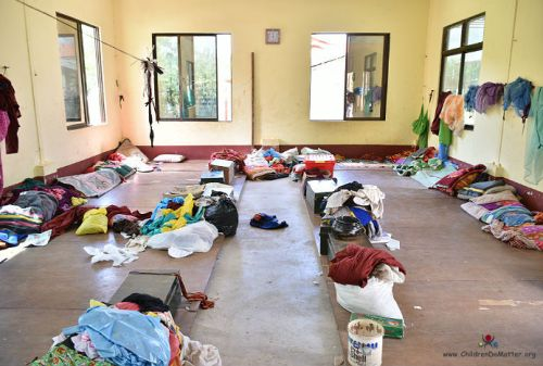 dormitori sporchi orfanotrofio sasana birmania - children do matter