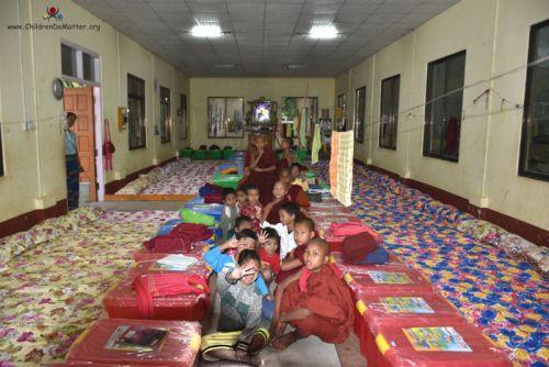 dormitorio 2 con materassi orfanotrofio sasana birmania - children do matter
