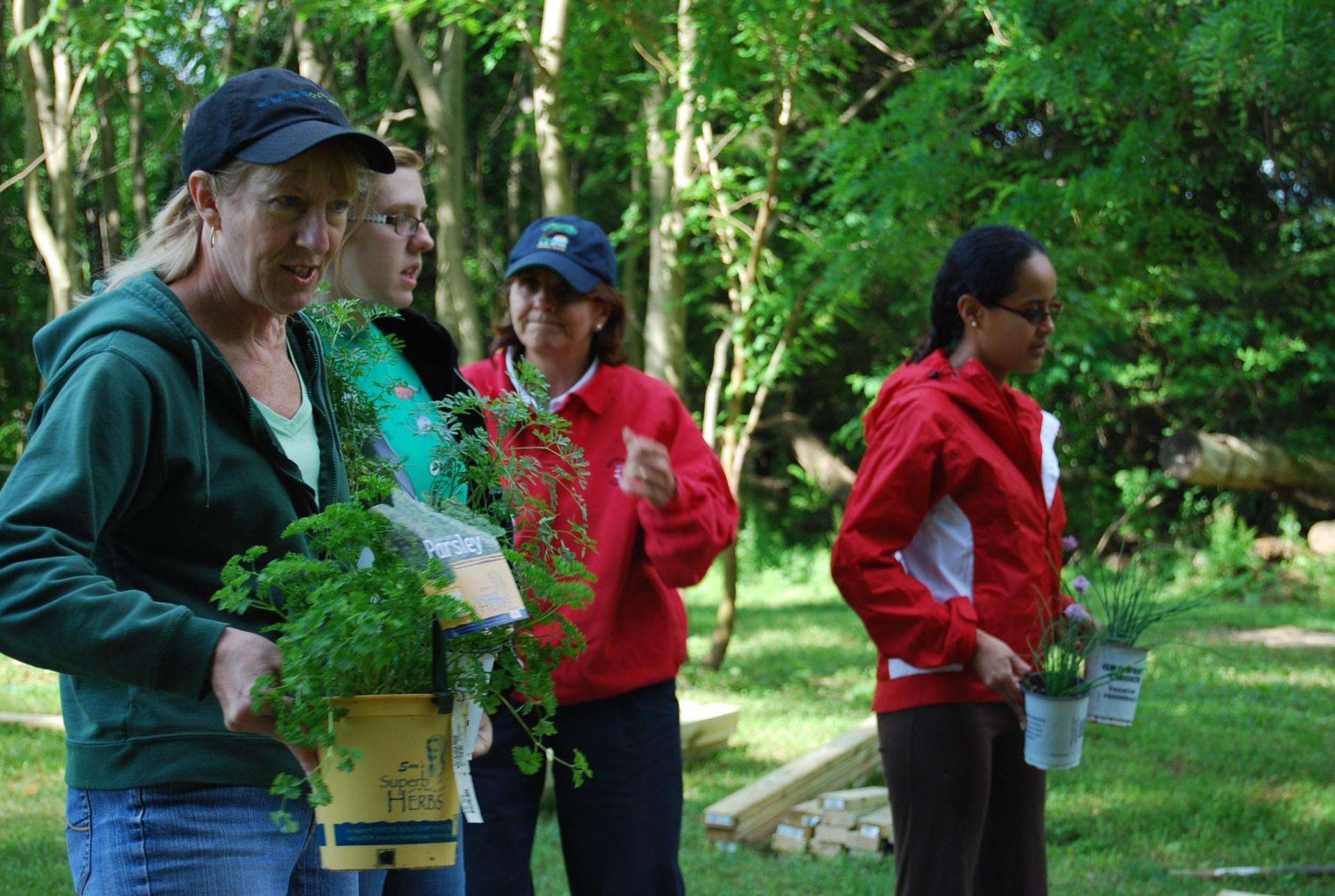 photo of IBM garden volunteers