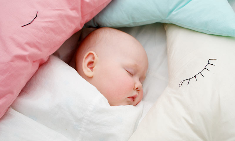 At What Age Should A Child Use A Pillow Child Safety Experts