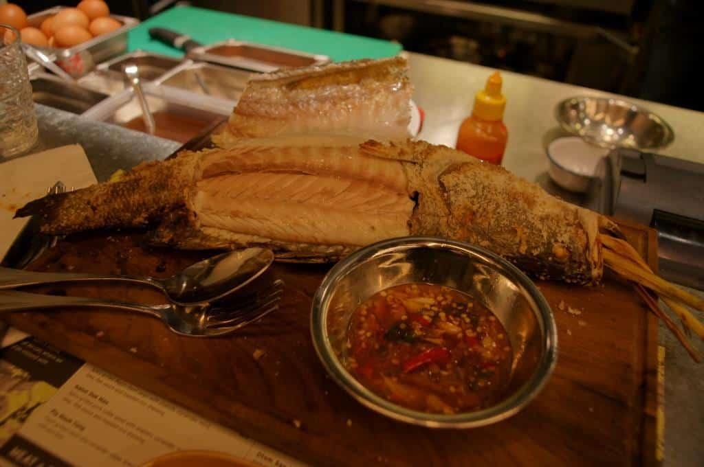 Seebarsch am Tisch
