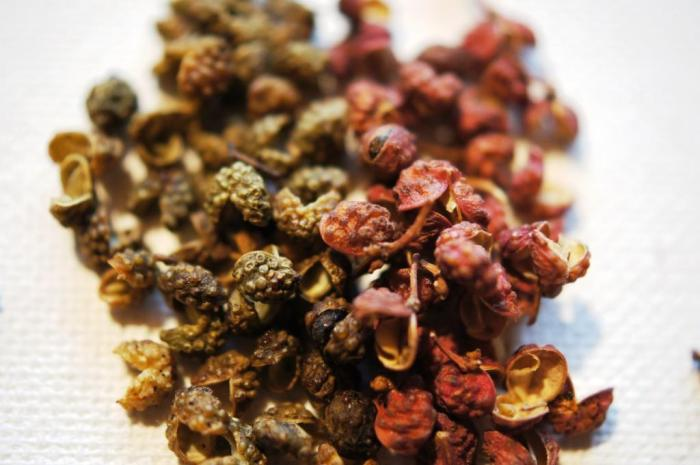 Green (left) and red (right) Sichuan pepper