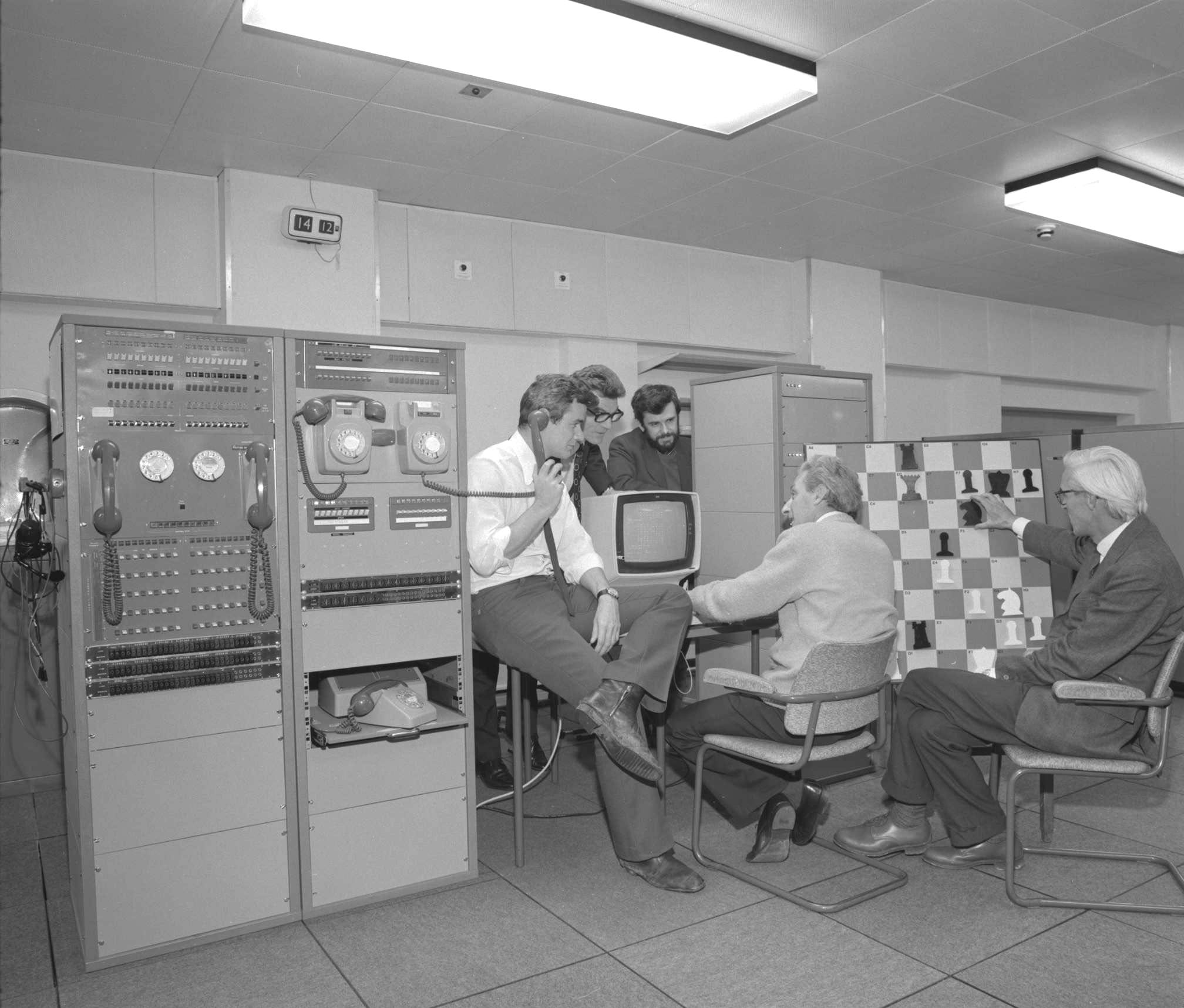 IBM 360 playing chess in 1974; five men unidentified; Chilton.org