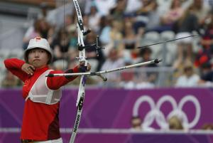 China's Fang Yuting fires an arrow in the women's archery team eliminations at the Lords Cricket Ground during the London 2012 Olympic Games July 29, 2012. REUTERS/Suhaib Salem