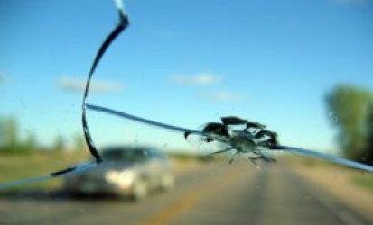 Как заделывать сколы лобового стекла