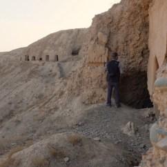Durch den Tunnel zu weiteren Grotten