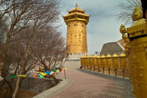 Die größte Gebetsmühle der Welt in Sunan, Gansu
