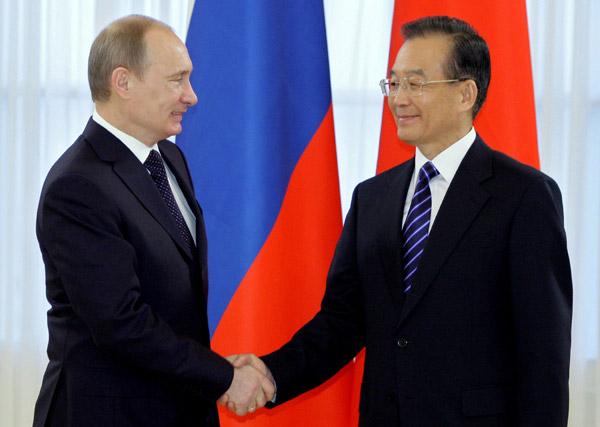 Premierzy Rosji i Chin w Petersburgu