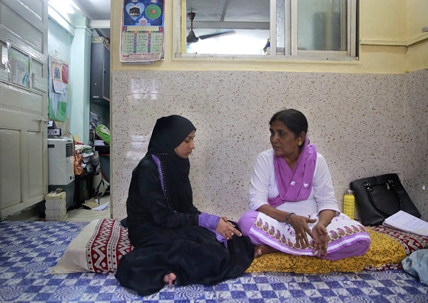 Shagufta Sayyd Left Listens To Khawtoon Shiekh An Activist