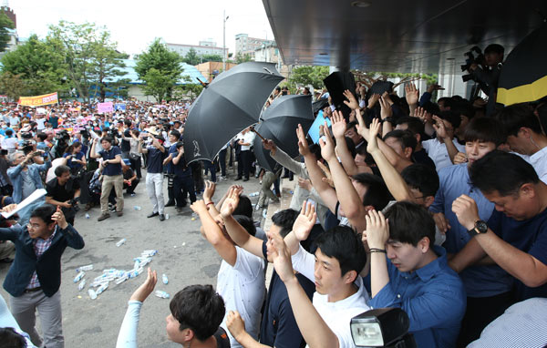 An Angry Mob Throws Eggs And Water Bottles At Republic Of Korea Prime Minister Hwang Kyo Ahn As