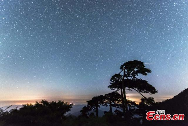 'Starry, starry nights' over Sanqing Mountain