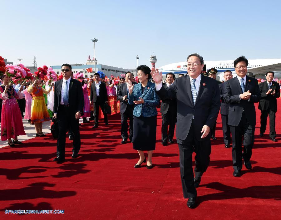 Funcionarios de gobierno central chino llegan a Xinjiang para 60° aniversario de autonomía