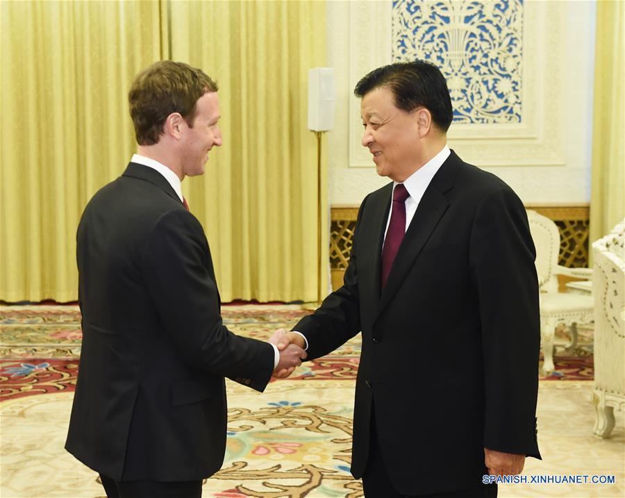 Alto funcionario de PCCh se reúne con fundador de Facebook Zuckerberg