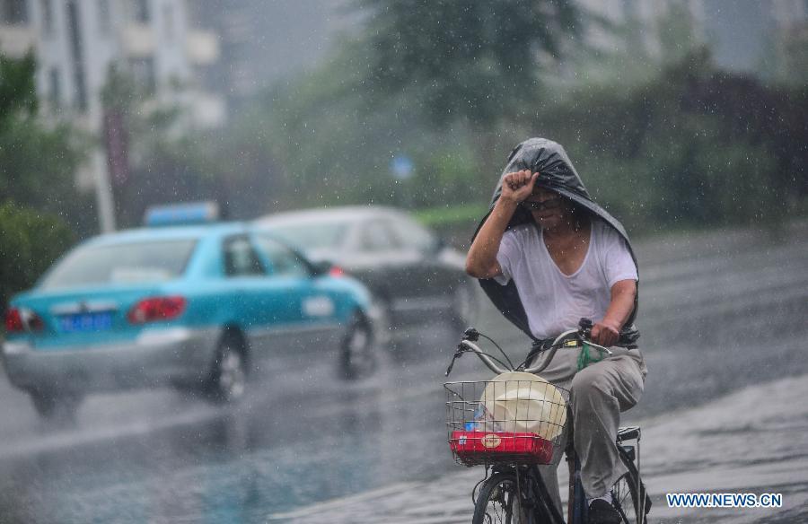 China vuelve a emitir alerta azul por tormentas en sur del país