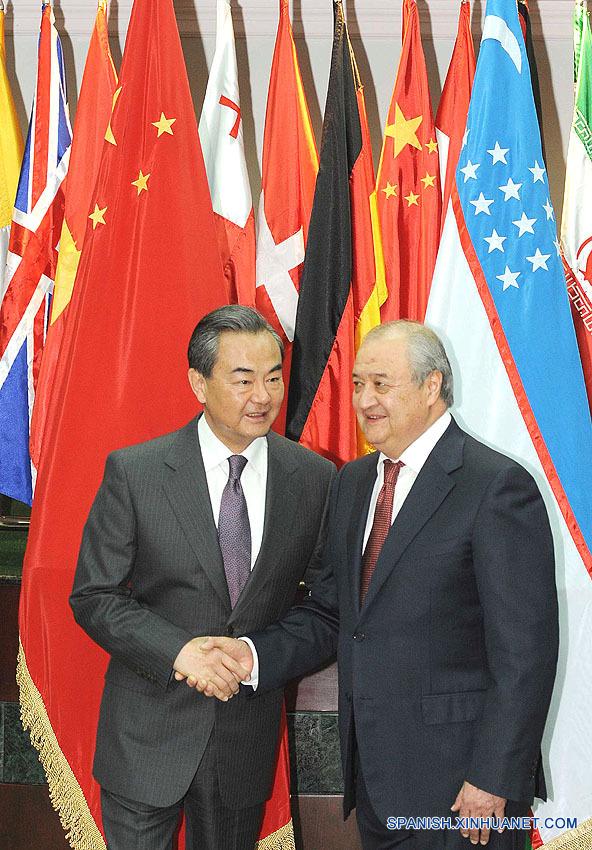 Cancilleres chino y uzbeko discuten relaciones bilaterales