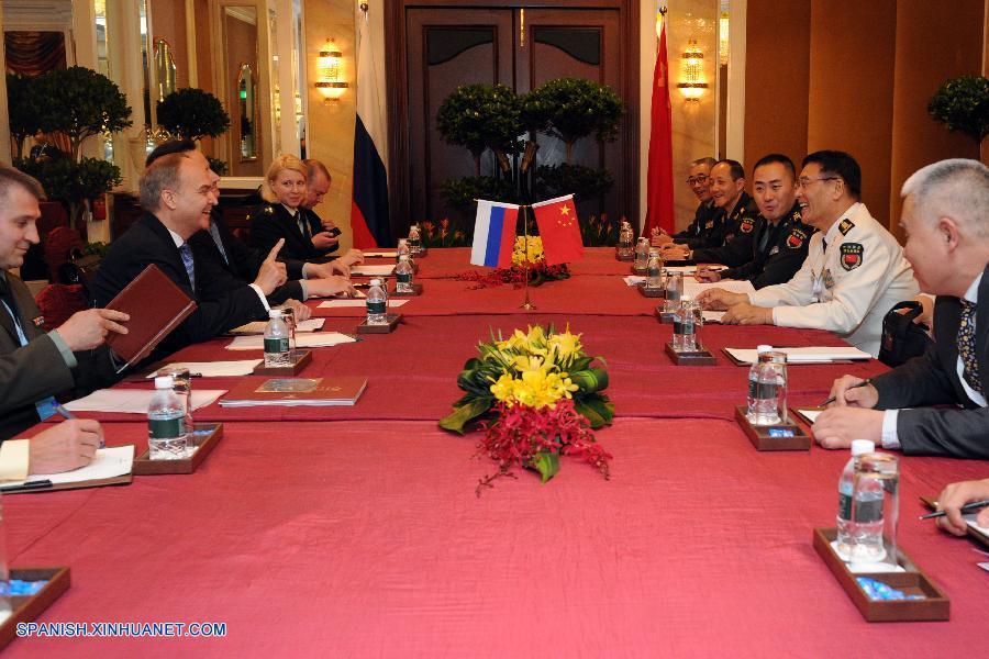 China y Rusia prometen impulsar lazos militares