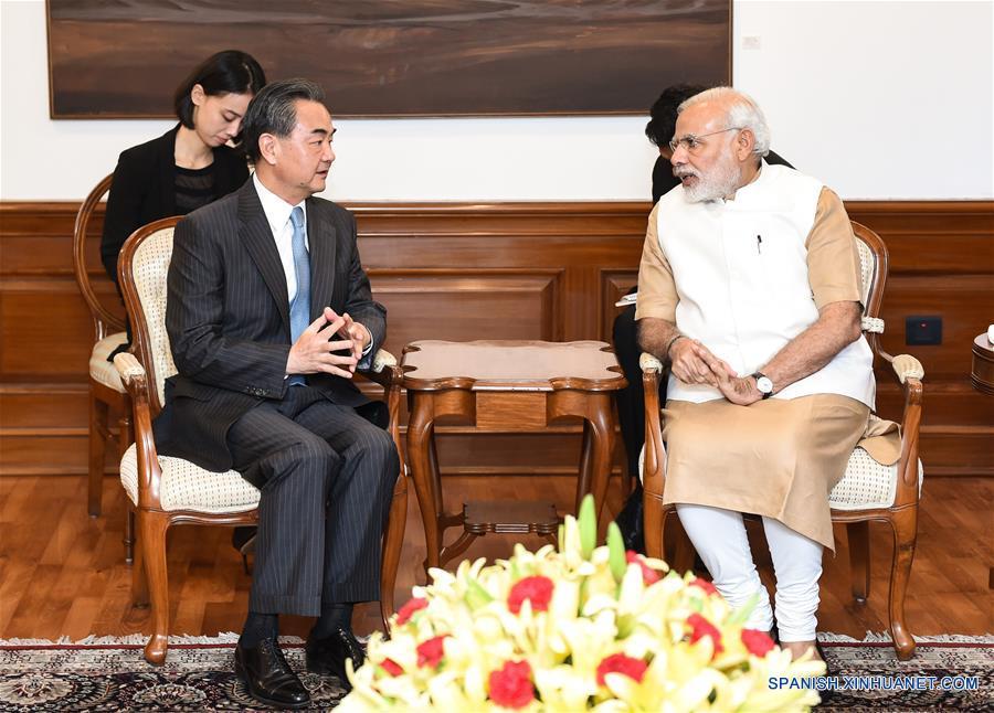 China y la India se apoyarán para organizar cumbres de G20 y BRICS, dice canciller chino