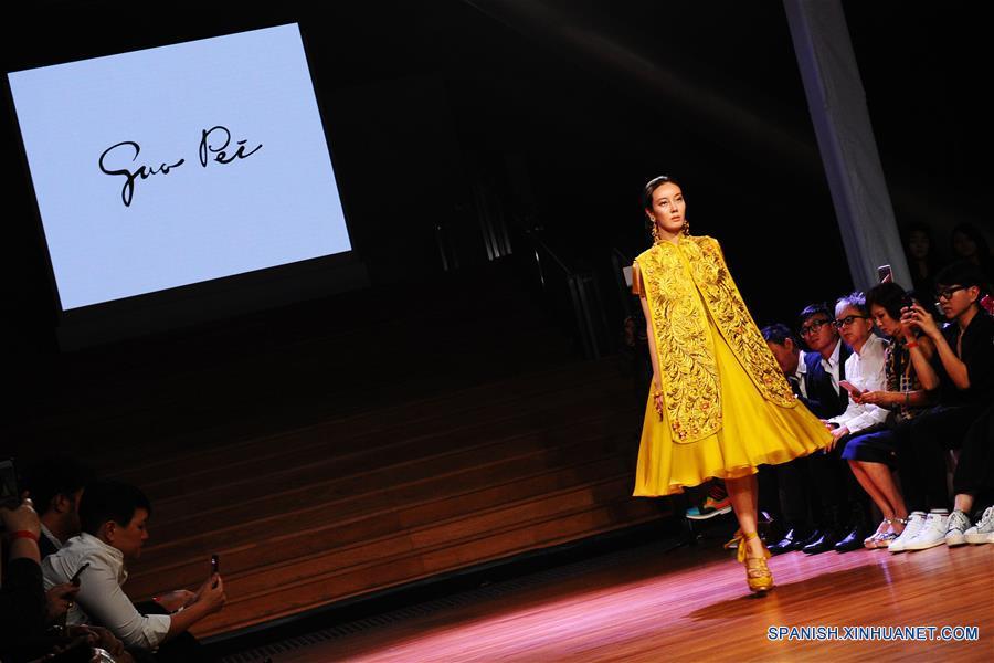 Inicia Semana de la Moda de Singapur con colección de modista china