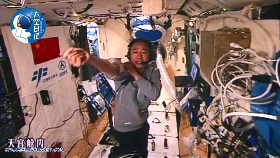 Diario espacial: Anotación 3: Me he puesto un traje para el espacio especial