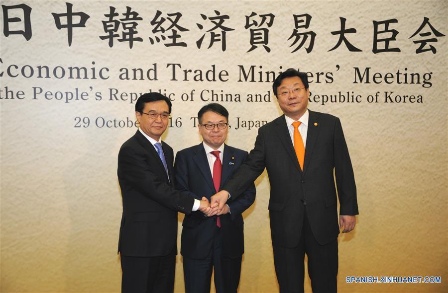Ministros de Comercios de China y Japón conversan sobre impulso de relaciones económicas