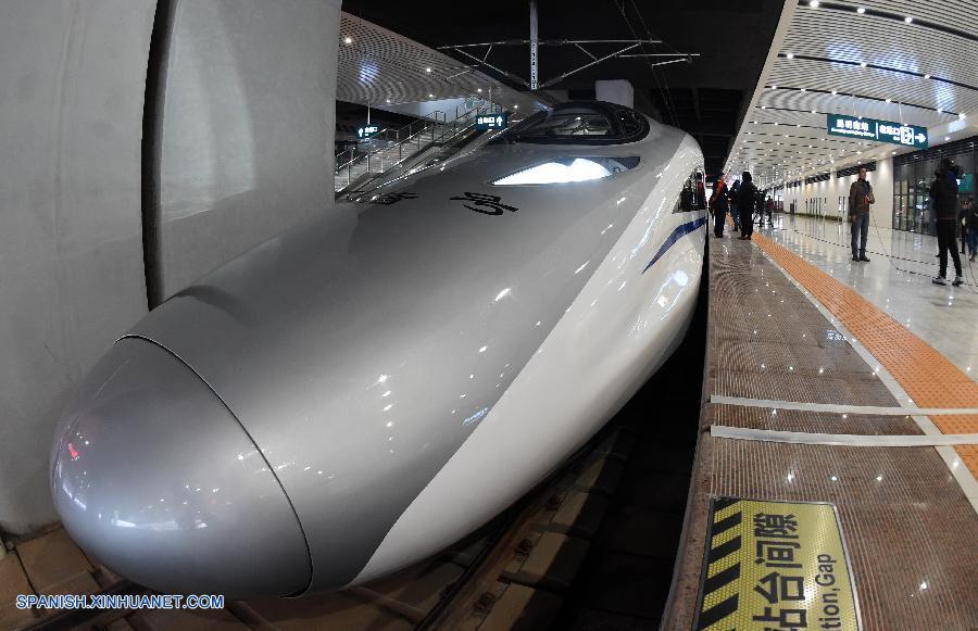 China inaugura ferrocarril de alta velocidad este-oeste más largo del país