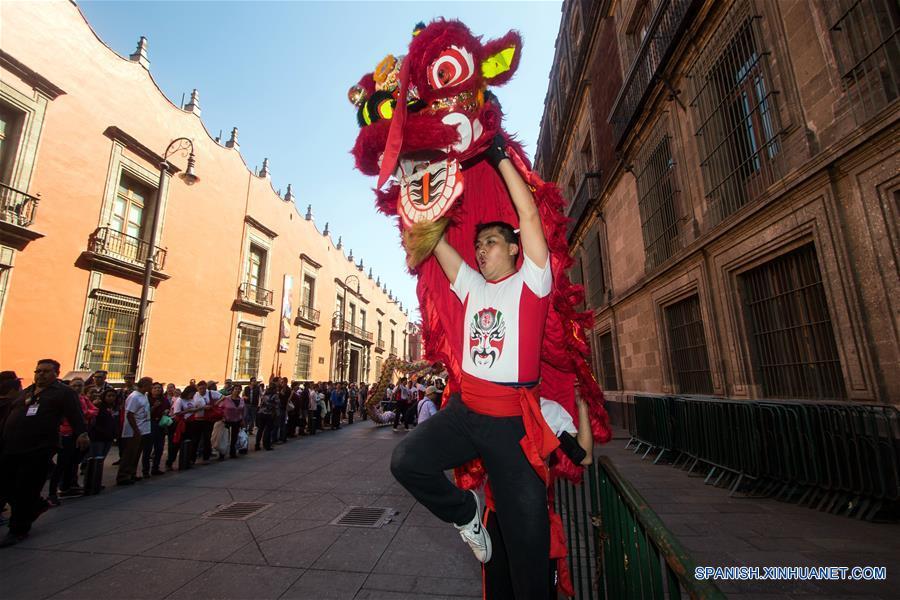 Desfile de Danzas Chinas y Mexicanas para recibir el Año Nuevo Lunar chino