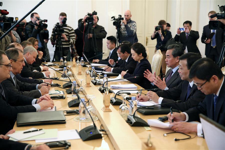 Canciller chino promete más coordinación para preparar cumbre de BRICS