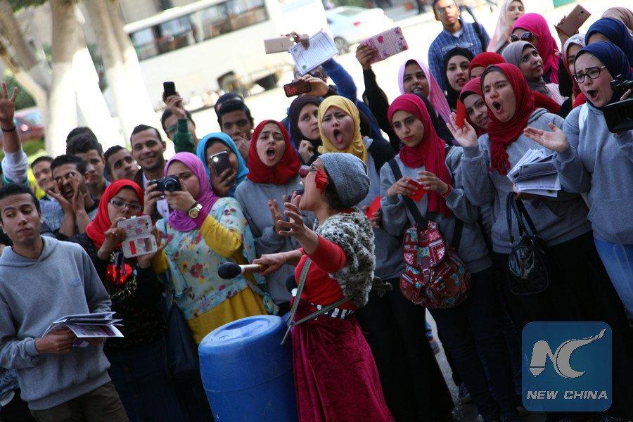 Cónsul chino entrega becas a más de 60 estudiantes turcos