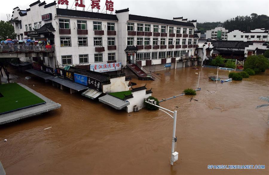China renueva alerta azul por tormentas