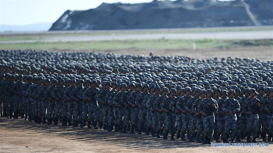 Tropas chinas desfilan con motivo del Día del EPL