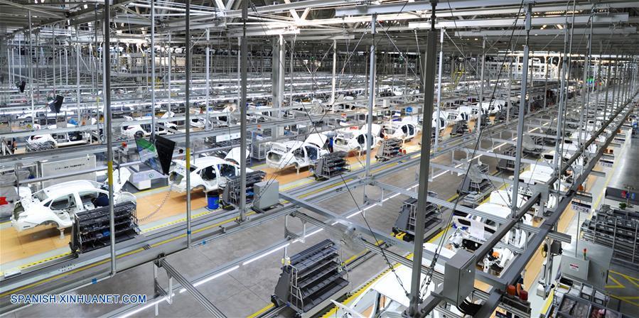 Producción industrial de China crece un 5.3% en enero-febrero