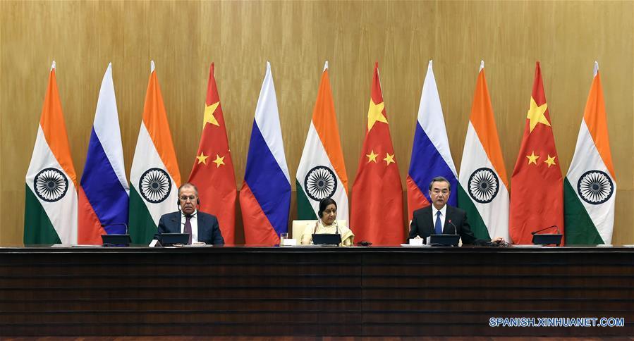 China pide más esfuerzos conjuntos con Rusia e India para mantener estabilidad internacional