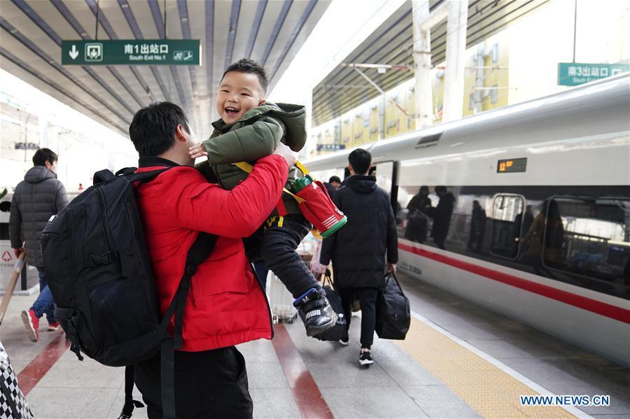 China calcula que se realizarán 47 millones de desplazamientos por tren durante el Festival del Bote del Dragón