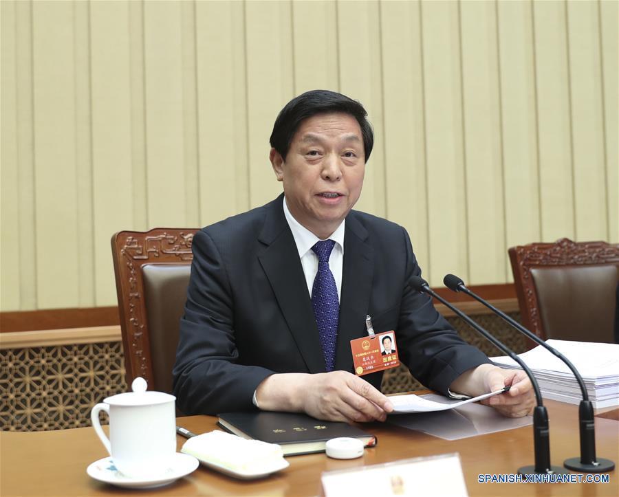 (Dos sesiones) Lista de candidatos para nuevo liderazgo de Estado de China es presentada para deliberación
