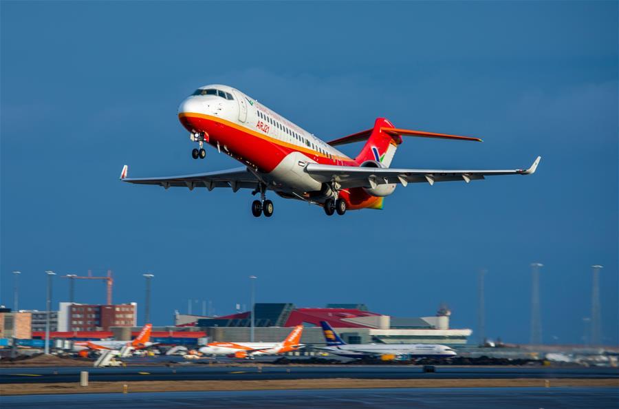 Vicepremier chino llega a Washington para consultas económicas y comerciales