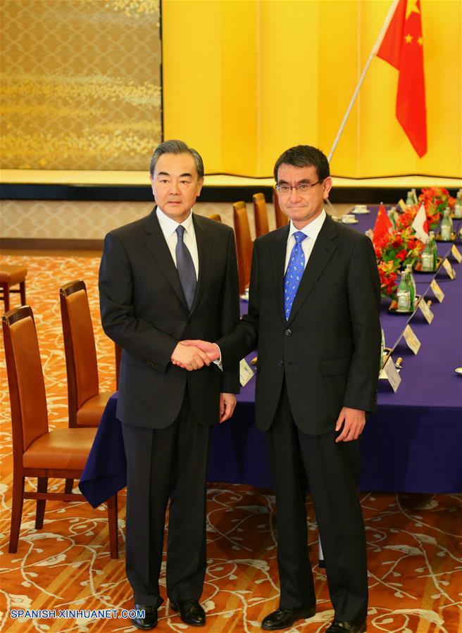 Cancilleres chino y japonés conversan sobre lazos bilaterales