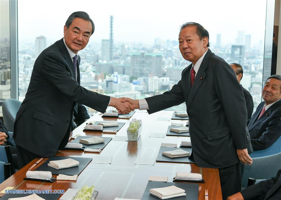 Consejero de Estado chino se reúne con secretario general del PLD japonés para abordar relaciones bilaterales