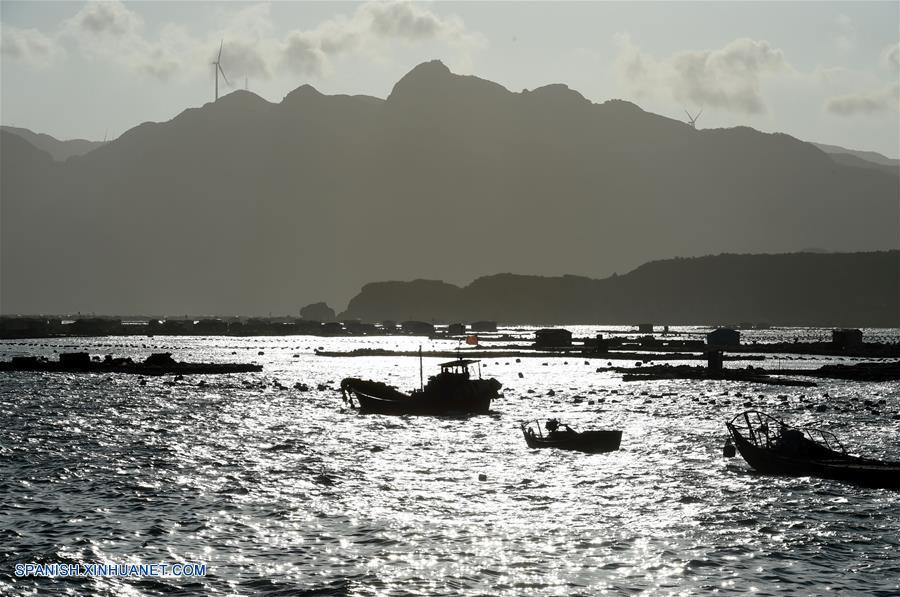 Suspenden servicio de transbordador en estrecho sureño de China por cercanía de tifón