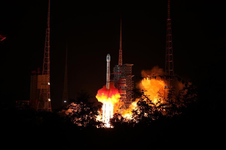 China lanza dos satélites BeiDou-3