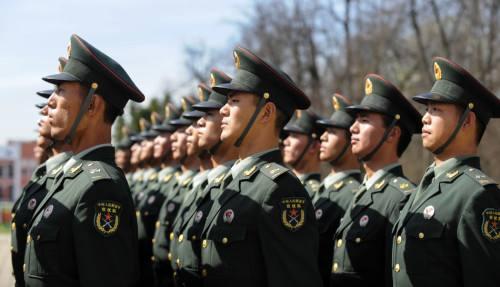 ENFOQUE: Xi enfatiza en fortalecimiento de defensa nacional y fuerzas armadas