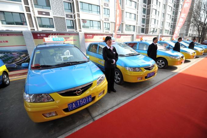 Primer lote de taxis eléctricos entra en operación en Ningxia, China