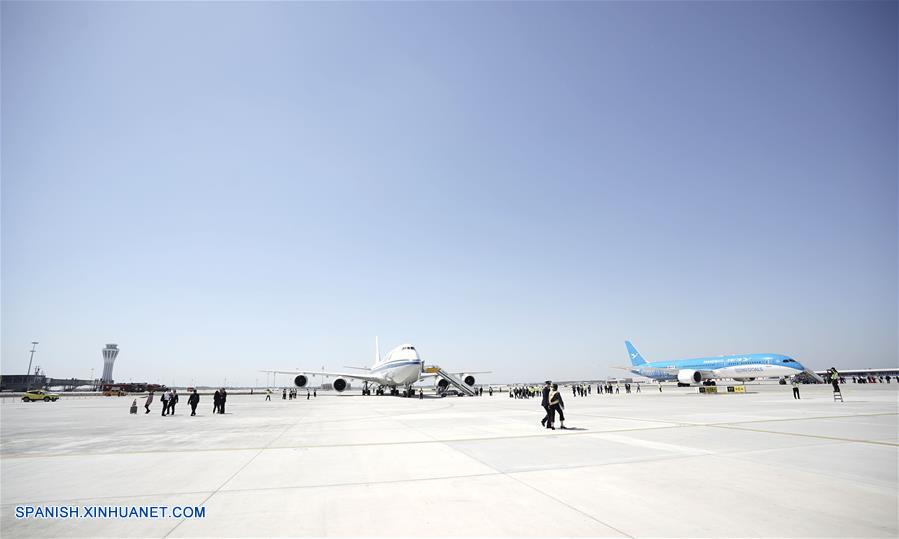 Nuevo aeropuerto de Beijing realiza primeras pruebas de aterrizaje